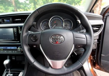 Toyota Altis - 01