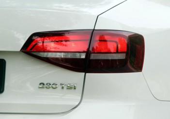 2017 Volkswagen Jetta 1-4L TSI (Comfortline) (11)