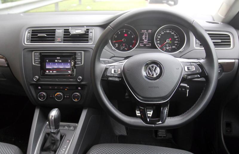 2017 Volkswagen Jetta 1-4L TSI (Comfortline) (4)