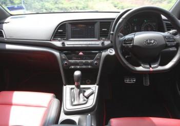 Hyundai Elantra Sport 1.6 - 13