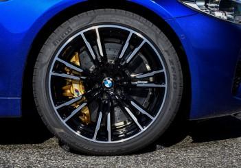 PTNA_New BMW M5 - P Zero tire detail