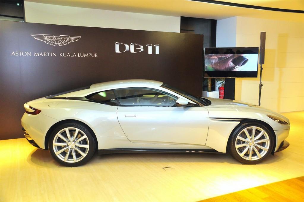 Aston Martin DB11 V8 - 03-1