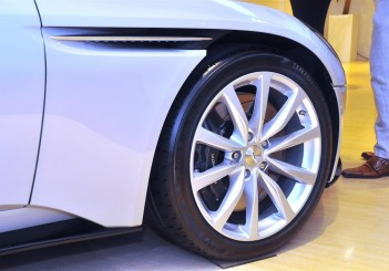 Aston Martin DB11 V8 - 26