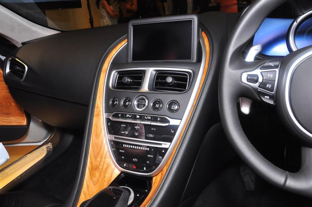 Aston Martin DB11 V8 - 48