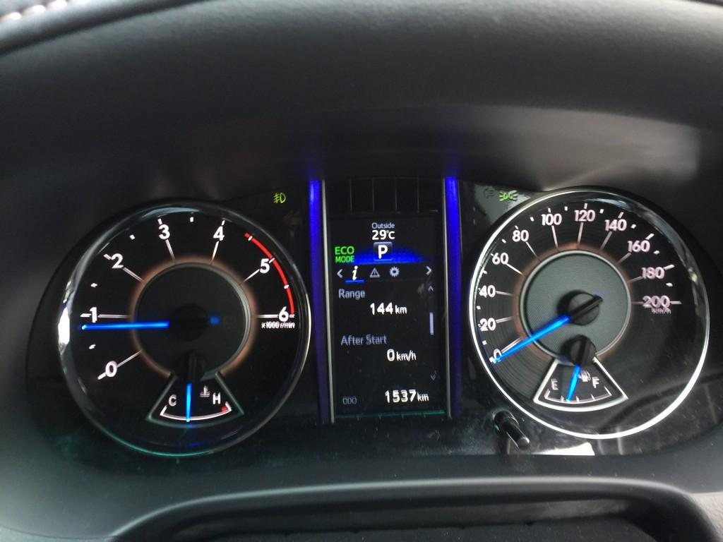 Toyota Fortuner VRZ_4X2_Diesel_Dec_2017 (4)