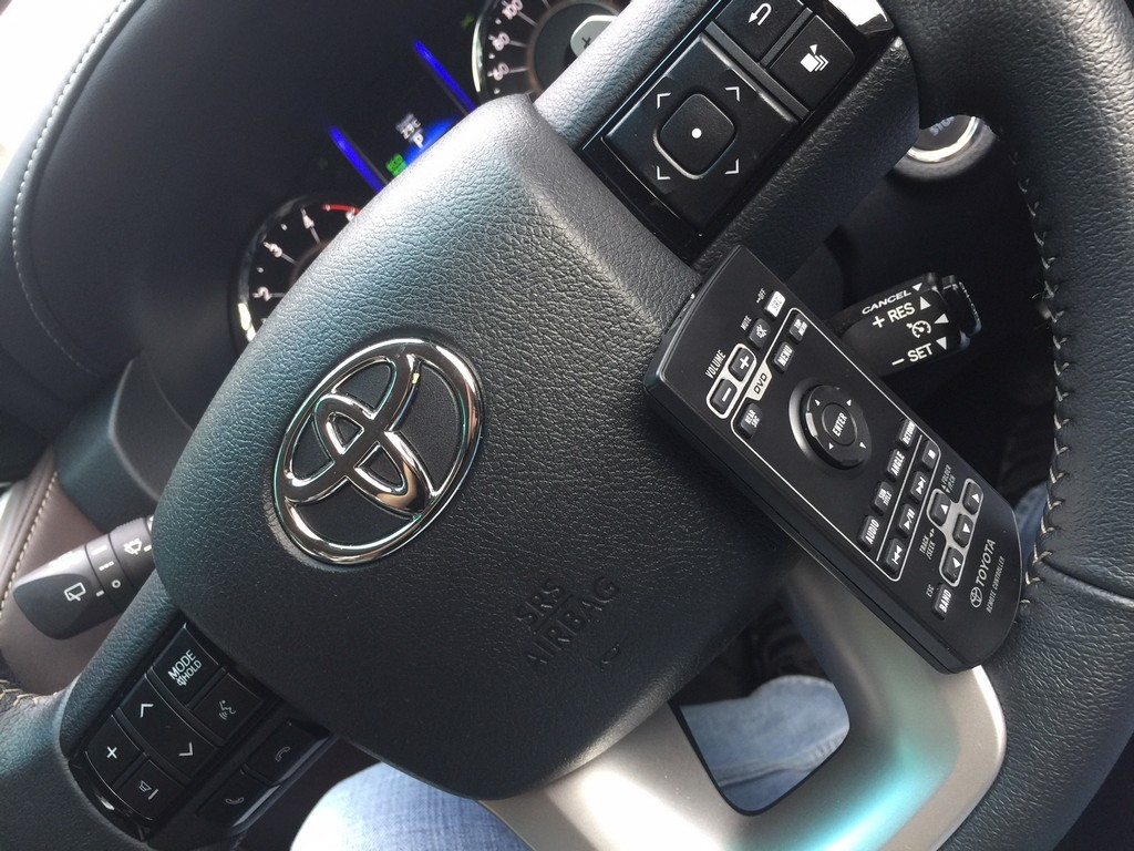 Toyota Fortuner VRZ_4X2_Diesel_Dec_2017 (7)