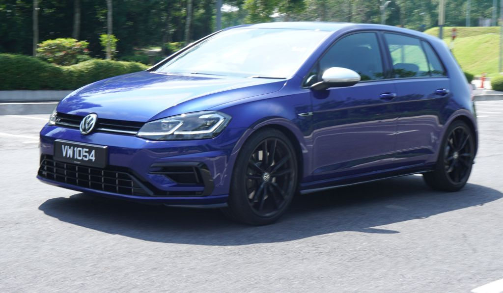 Vw Golf R Tested An Everyday Car And Weekend Warrior Carsifu