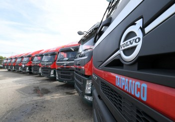 Volvo Trucks Malaysia delivers 10 Prime Movers to Taipanco - 04