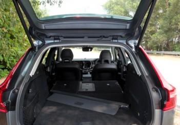 2018 Volvo XC60 (18)