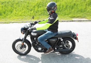 Triumph Bonneville T100 - 01