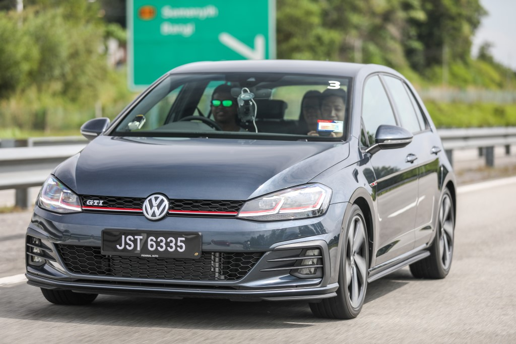 Volkswagen Golf 2018 Media Photos-21 (Custom)