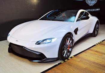 Aston Martin Vantage - 01