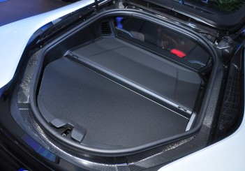 BMW i8 Coupe - 38