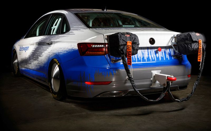 volkswagen aims to beat land speed record with tricked out jetta