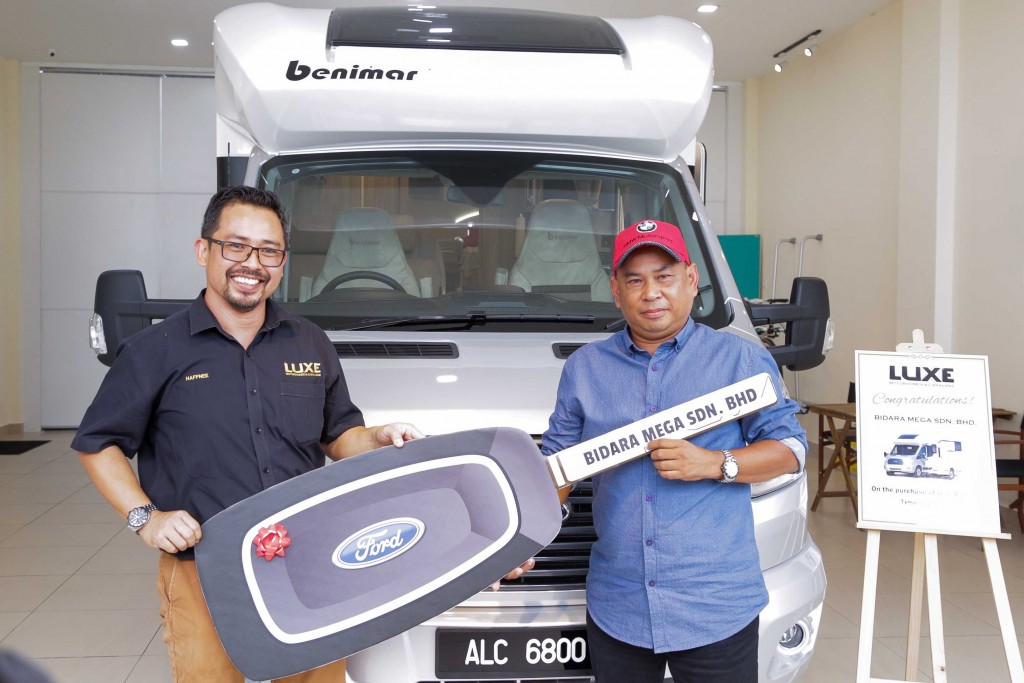 From left, Luxe Motorhomes and Caravans chief executive officer, Mohd Arne Haffnee handing over the key to Bidara Mega chief executive officer, Datuk Shamsul Rosli.