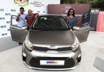 Kia Picanto with its lucky new owner Velu Kumar togetether with son Miitesh and wife Thavamalar