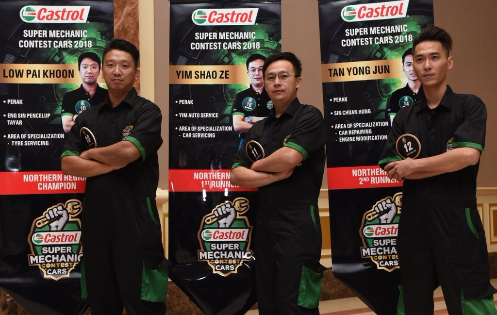 The Malaysian mechanics (from left) Low, Yim and Tan.