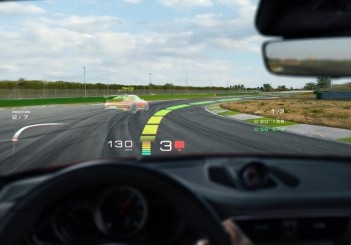 low_holographic_augmented_reality_head_up_display_technologiy_wayray_2018_porsche_ag (2)