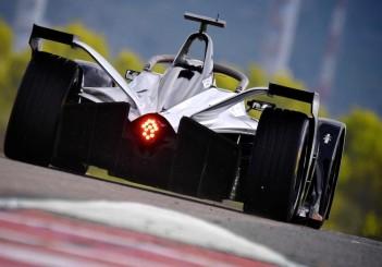 426238013_Nissan_to_make_official_on-track_Formula_E_debut