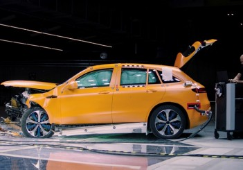 Real Life Safety: der Mercedes-Benz EQC und die Sicherheit: Erprobt sicher – der neue Mercedes-Benz EQCReal life safety: the Mercedes-Benz EQC and safety: Proven to be safe – the new Mercedes-Benz EQC