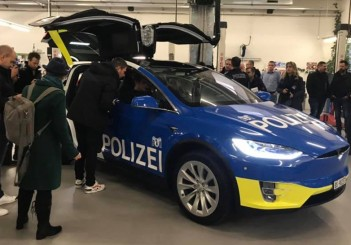 Tesla Model X_2019 Swiss police force (2)