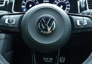 Volkswagen-Golf-R-MK7.5-steering-wheel