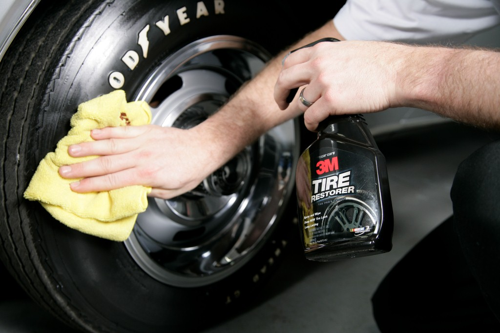 Restore the deep black colour and natural shine to your tires with 3M Tire Restorer.