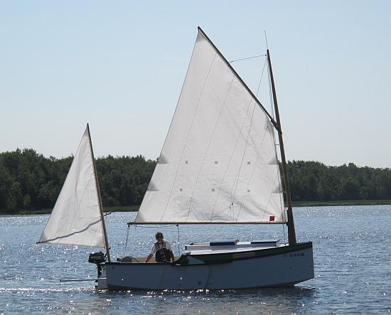 Cabin Sailboats 16' to 19'