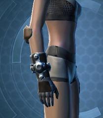 swtor-underwater-adventurer-armor-set-hotshot's-starfighter-pack-gloves