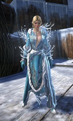 gw2-winter-monarch-outfit-hfemale-4