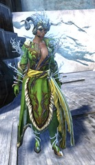 gw2-winter-monarch-outfit-norn-female