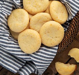 Pao de Queijo (Brazilian Cheese Bread)