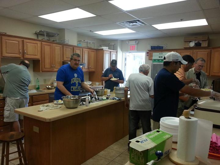 Fumc%20men%20cooking%20breakfast-web