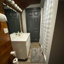 Harbour%20house%20inn%20bathroom original