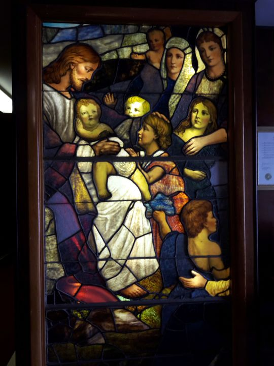 Stained%20glass-%20jesus%20&%20kids-web