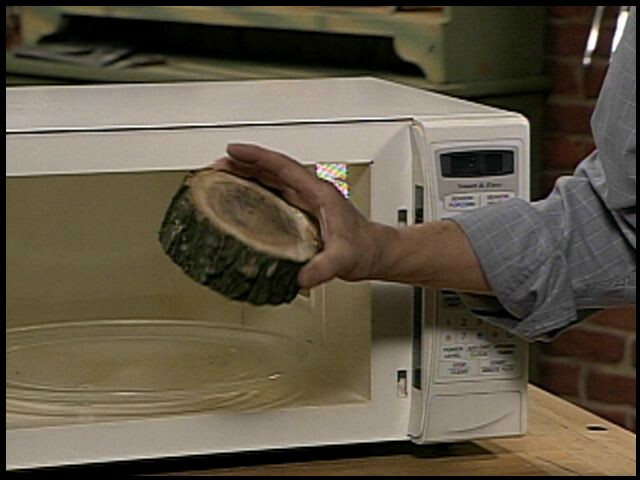 Microwave drying of green wood