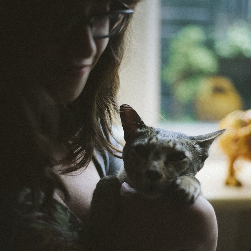 elise-xavier-playing-with-cat-sammy-kitty