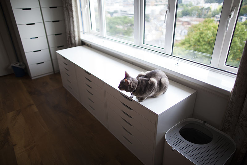 modkat-litter-box-top-opening-in-home-pictures-ikea-alex-units
