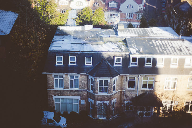 south-england-barely-any-snow-rooftops-december