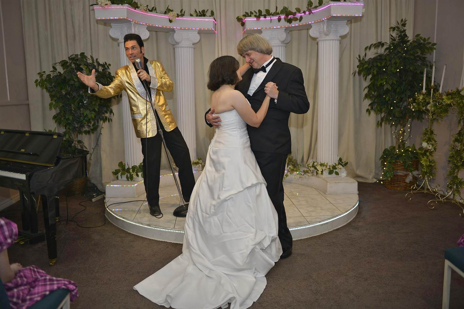 Turpins dance beside elvis impersonator in vegas