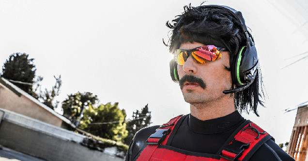 Dr. DisRespect in his famous outfit.