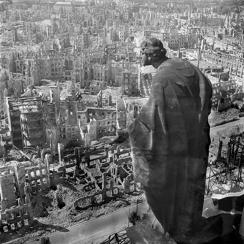 creepy pics - the bombing of Dresden - photos taken after disaster