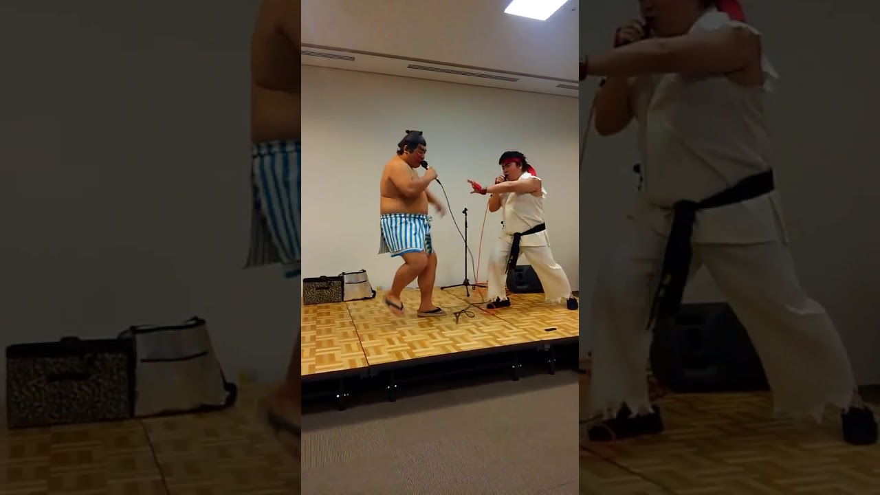 Street Fighter cosplay fight IRL with E. Honda and Ryu.