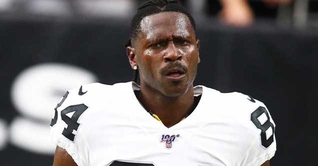 Photo of troubled NFL wide receiver Antonio Brown in his Oakland Raiders uniform