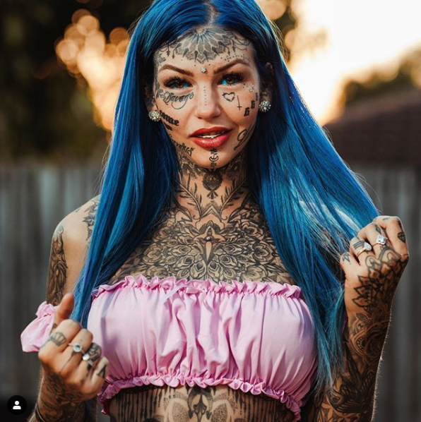 Australian Body Mod Artist Amber Luke went blind after tattooing her eyeballs