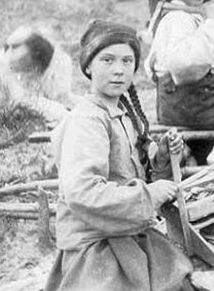 Old photo from 121 years ago shows a young girl that looks like Greta Thunberg
