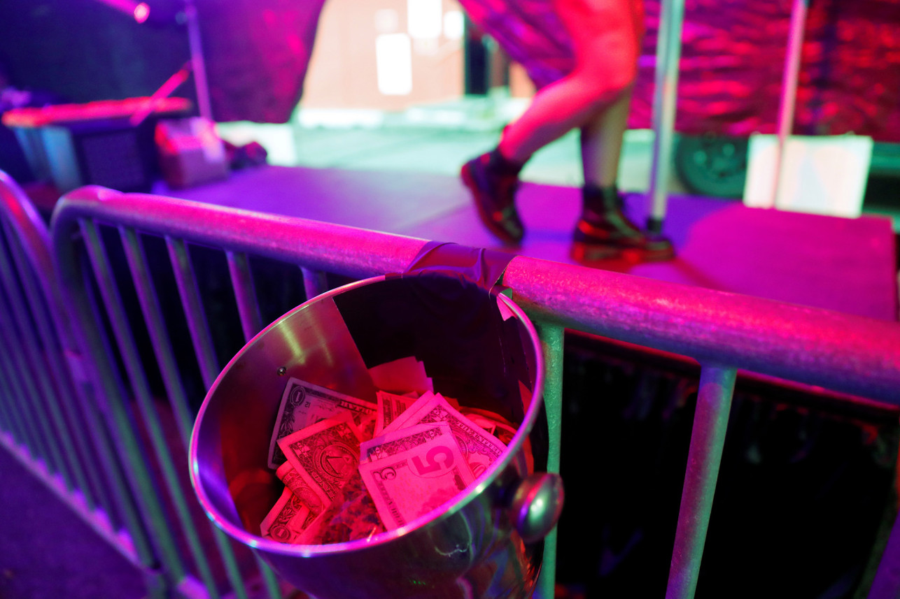 lucky devil lounge drive-thru strip club
