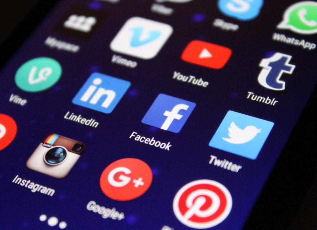 social media buttons on smartphone