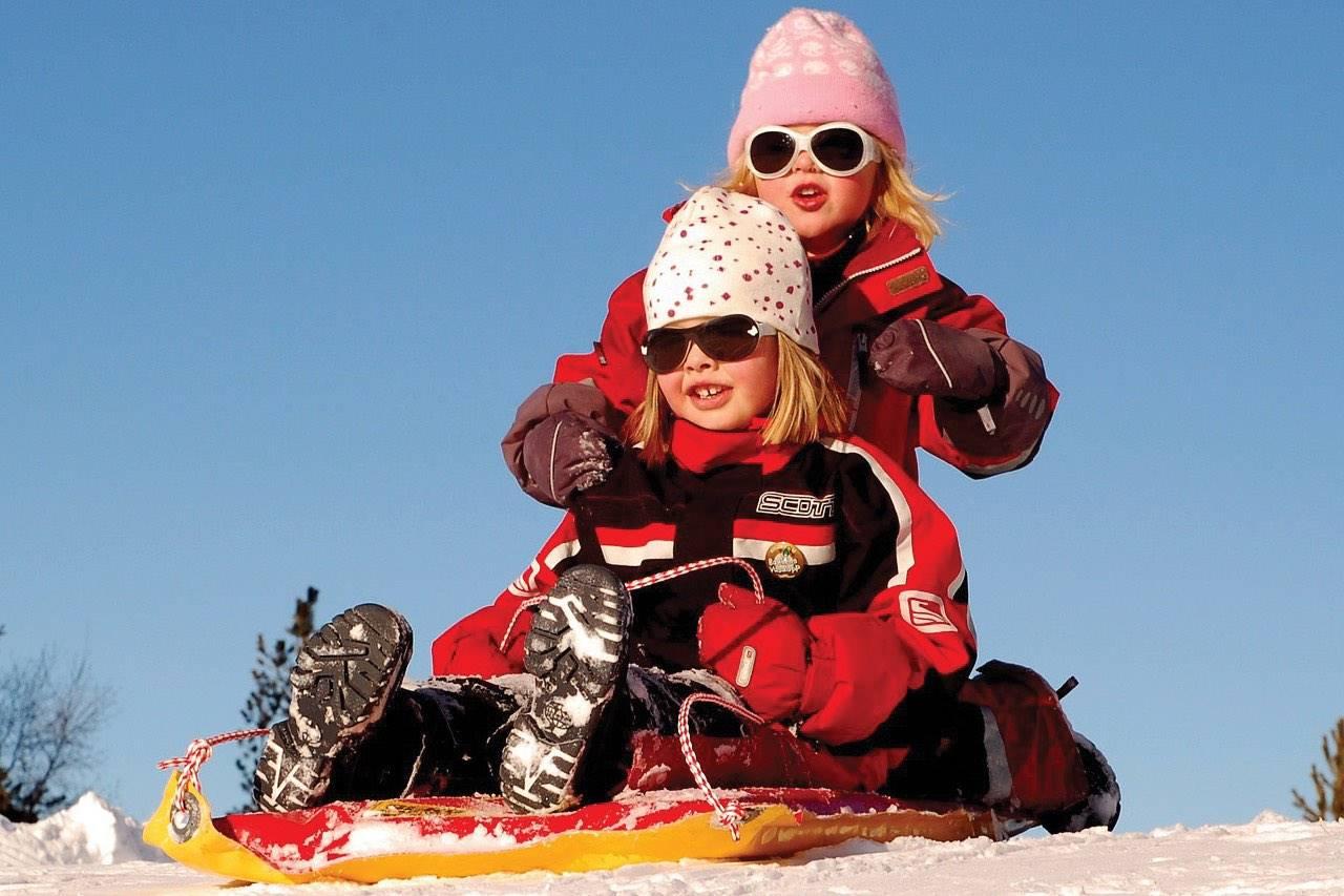 winter children sleding 1280×853