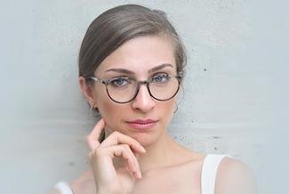 woman wearing glasses stylish325x217